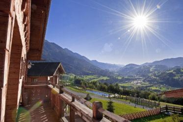 Chaletdorf BERGHERZ im Salzburger Land in Österreich | Chalet für 2- 8 Personen mit eigener Sauna und Outdoor-Whirlpool
